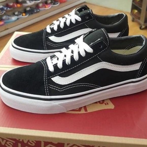 153e3cf56c NEW IN BOX Vans old school unisex sneakers